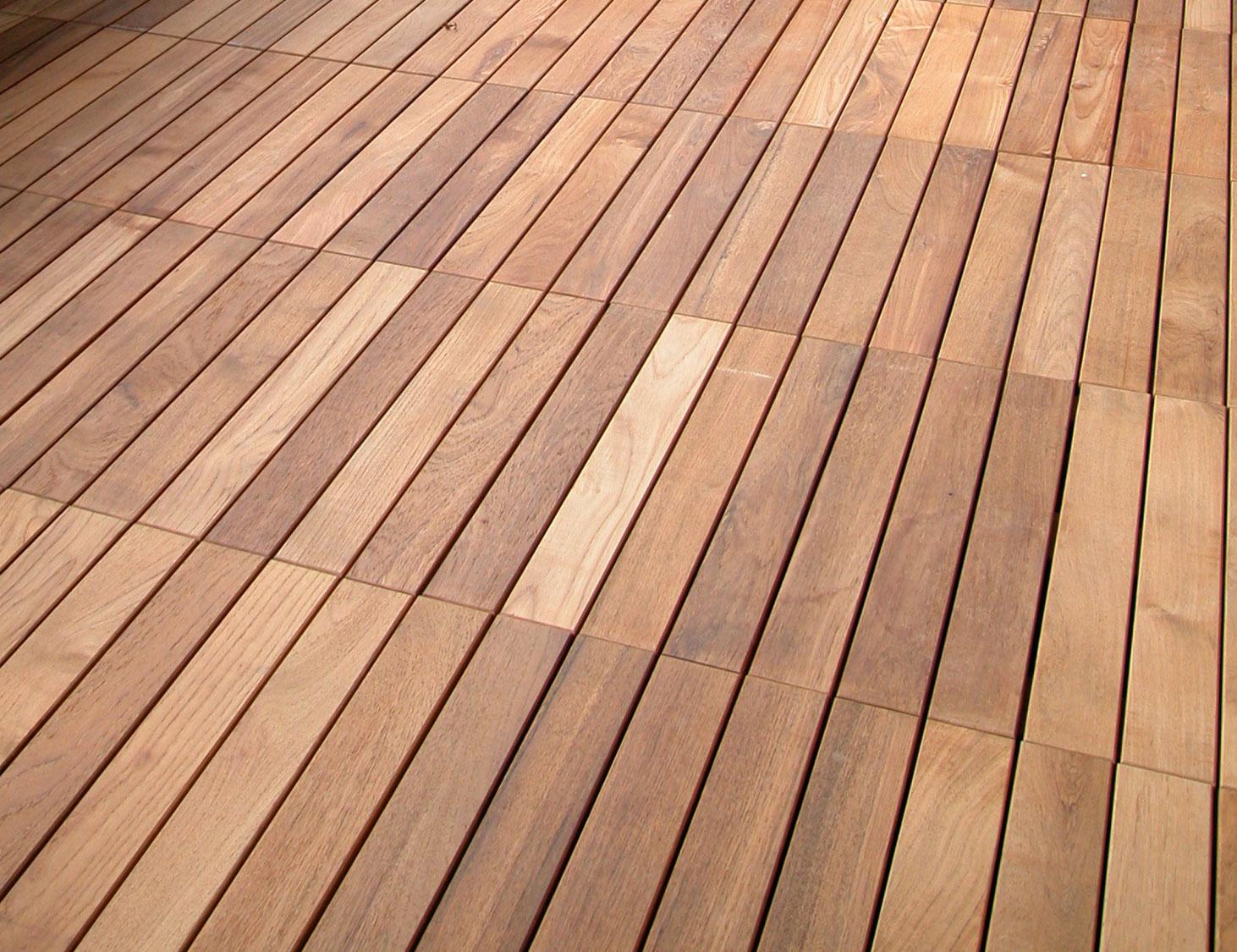 Parquet decking iroko x mq parquetlife vendita - Piastrelle in legno da esterno ...
